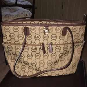Michael kors classic bag